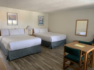 Harborlight Poolside Suite Photo 5